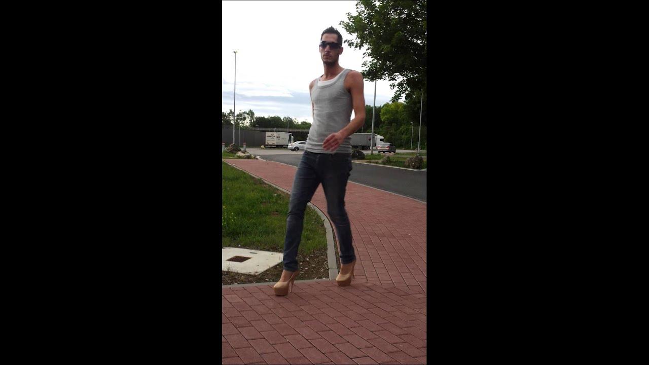 Catwalk Übungen auf dem Parkplatz 3