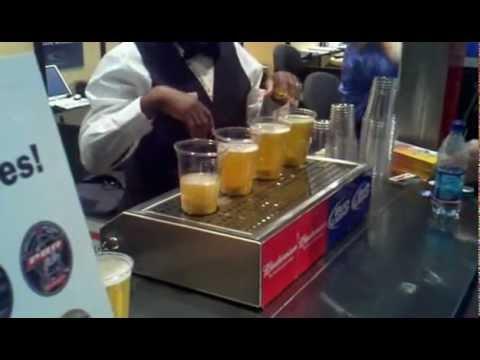 ¿alguna vez intentaste llenar un vaso de crveza al revez