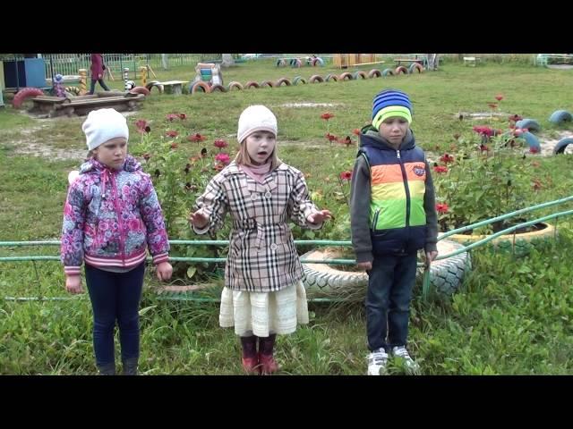 Изображение предпросмотра прочтения – «Детский сад №74» читают произведение «Листопад (Осенняя поэма)» И.А.Бунина