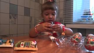 Miss Eva распаковывает киндеры(Kinder Surprise)
