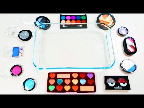Mixing eyeshadow into Clear Slime