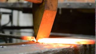 Рубка металла в кузне