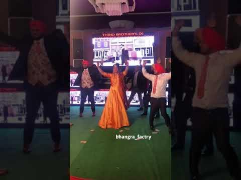 Amrinder Gill || Family di Member || bhangra performance