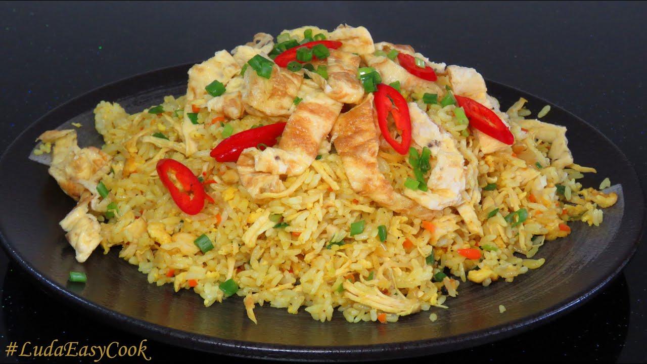 жареный рис с курицей и яйцом