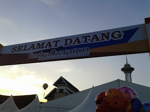 Tari Lulo (Lulong) Tolaki saat Festival Keraton Nusantara dan Masyarakat Adat ASEAN 2015