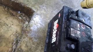 видео Окислились клеммы аккумулятора? Узнай почему окисляются клеммы и как от этого избавиться!