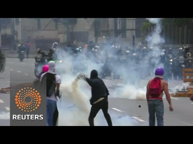 Health volunteers on the front lines of Venezuelan protests