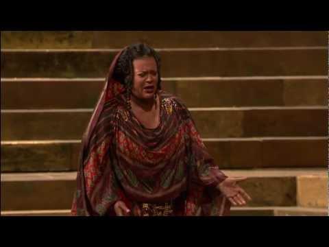 [HD] Ritorna Vincitor - Violeta Urmana (from Verdi's Aida)