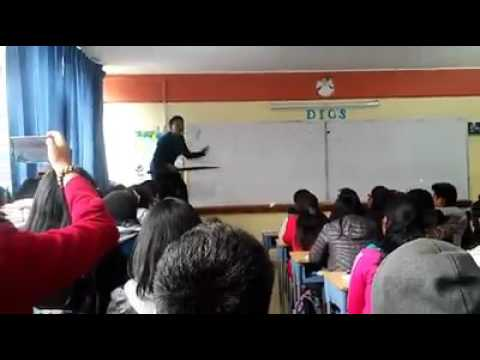 PROFESOR ENSEÑA CANTANTO Y BAILANDO MATEMATICAS EN PUNO-PERU