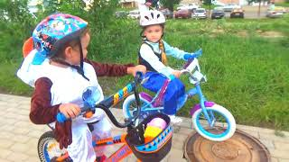 Races on bicycles Funny video with Makar for kids