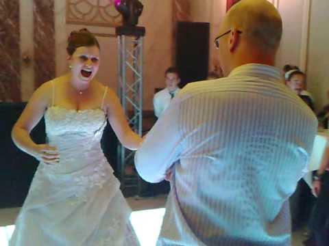 Bruidje Lein en Gijs breken de tent af