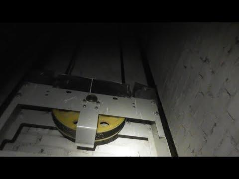 Грохот в лифте - противовес захотел выйти погулять!