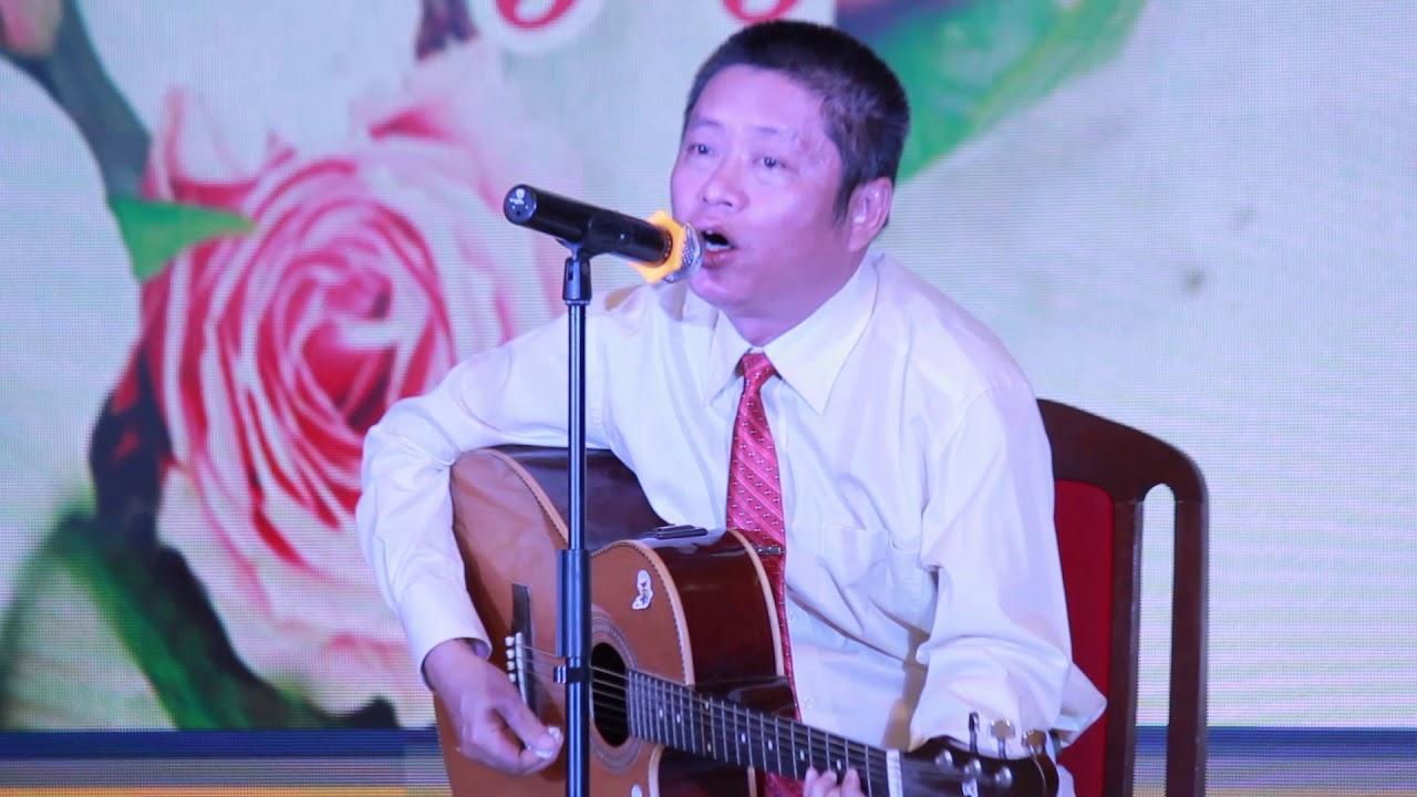 Đệm guitar hát Bụi phấn – Thầy Lê Văn Bách | Kỷ niệm ngày Nhà giáo VN | 2018.11.20.(15)
