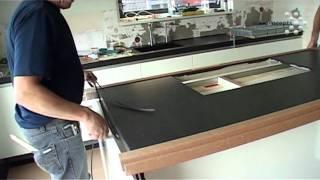 De montage van een keuken: het kookeiland. Een videoverslag
