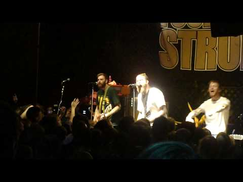FOUR YEAR STRONG - Semi Charmed Life mp3