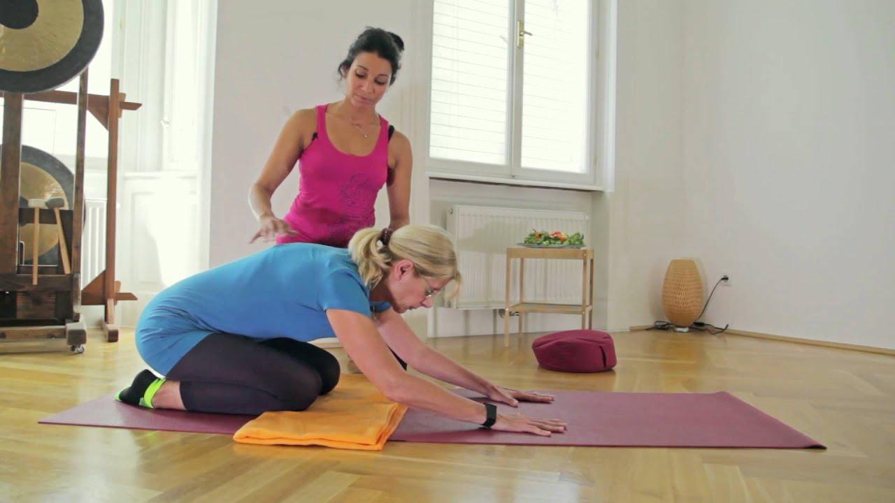 Übungen auf der Matte - Yoga für Zuhause - YouTube