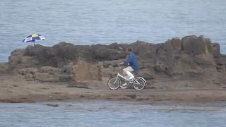 田辺市天神崎は平坦なので、自転車やバイクで入ったり来たりする地元釣...