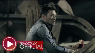 Video Saint Loco - Tentang Kita (Official Music Video NAGASWARA) #music download MP3, 3GP, MP4, WEBM, AVI, FLV Oktober 2018