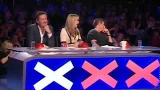الفائز في برنامج مواهب بريطانيا رجل يغني من خلفيته +18