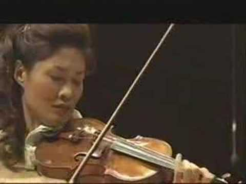 Kyung Sun Lee playing Brahms Violin Concerto Part 4