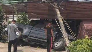 กล้องหน้ารถจับภาพสาวใหญ่ขับกระบะพุ่งชนอู่ต่อรถพ่วงข้างที่ชลบุรี คาดเกิดวูบกะทันห