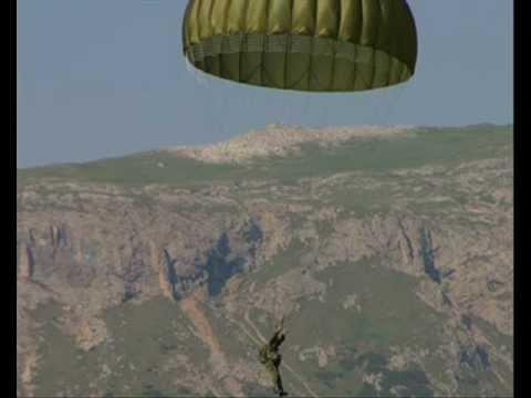 Paracadutista tu - (Originale con Testo) - canti e inni dei paracadutisti
