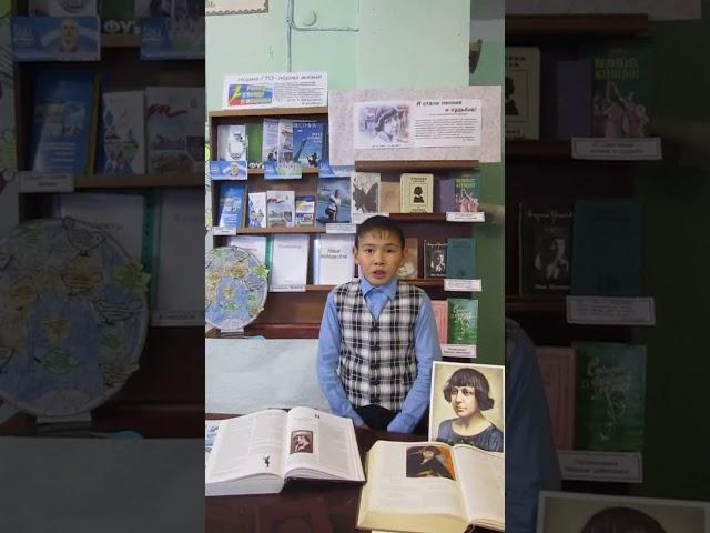 Изображение предпросмотра прочтения – РусланДжумабеков читает произведение «Под дождём» М.И.Цветаевой