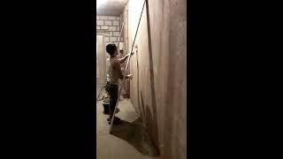 видео Штукатурка стен машинным способом, оштукатуривание поверхности в СПб