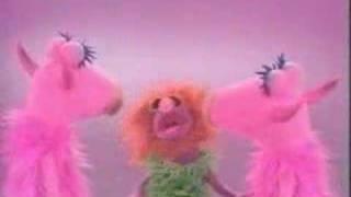 MAHNA MAHNA Funny song in Muppet show. Plaza Sésamo