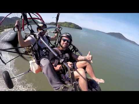 Pedro curtindo seu primeiro voo de Paratrike