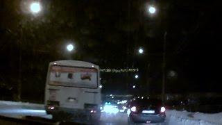 Видео: ПАЗик попал в аварию на мосту