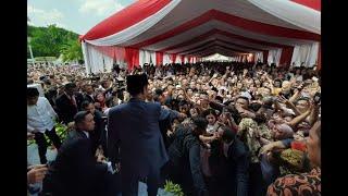 """Antrean """"Open House"""" Panjang, Presiden Jokowi Mendadak Keluar Istana Negara…"""