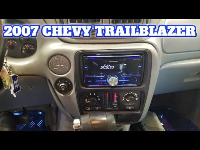 2007 Chevy trailblazer radio removal - YouTubeYouTube