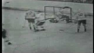 Hockey-VM 1962 - Den gliiiiider in i mål!