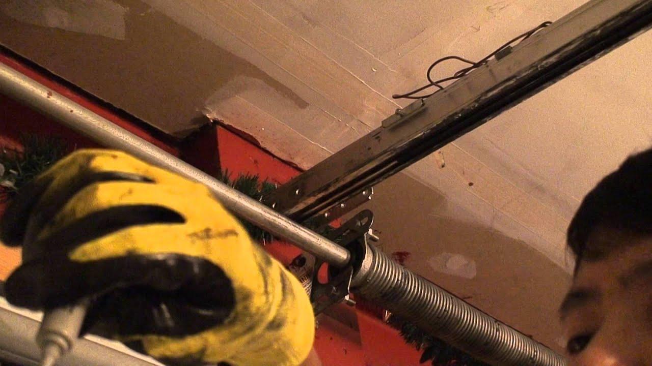 How to fix the garage door opener if the door cannot be opened how to fix the garage door opener if the door cannot be opened screw drive genie youtube rubansaba