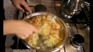 Тушёная капуста - видео рецепт(Видео рецепт приготовления тушёной капусты в посуде Цепетр (Zepter), http://www.e-zepter.ru Продукты: - 1/2 качана капусты..., 2009-11-13T07:21:15.000Z)