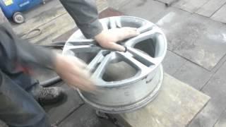 Как покрасить литой диск часть 1.(В этом видео показываю как заматовать диск для покраски, грунтовка, покраска базой и лакировка., 2014-03-15T18:27:01.000Z)