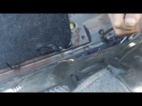 Снятие и замена замков спики заднего сиденья на ВАЗ 2114