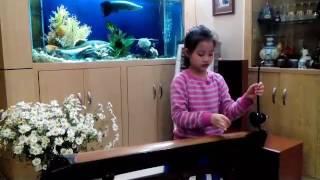 Bé Lê Quỳnh Anh lớp 3A10 Vinschool - Độc tấu đàn bầu: Trèo lên quán dốc & Đi cấy
