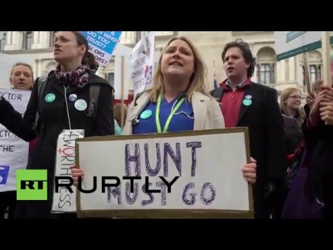 UK: Junior doctors protest outside Dept of Health over new contract