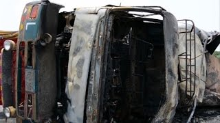 Más de 100 muertos por explosión de camión cisterna en Pakistán
