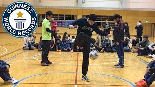 Most 'around the world' ball control tricks in one minute - Guinness World Records