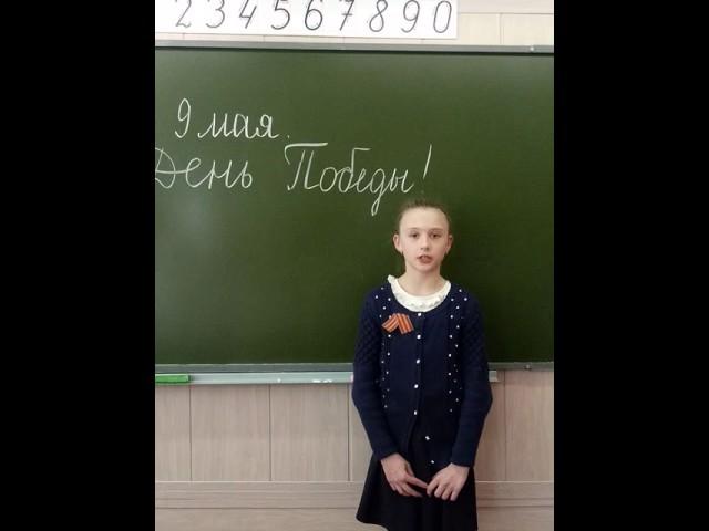 Изображение предпросмотра прочтения – ЕленаПантелеева читает произведение «Три товарища» С.В.Михалкова