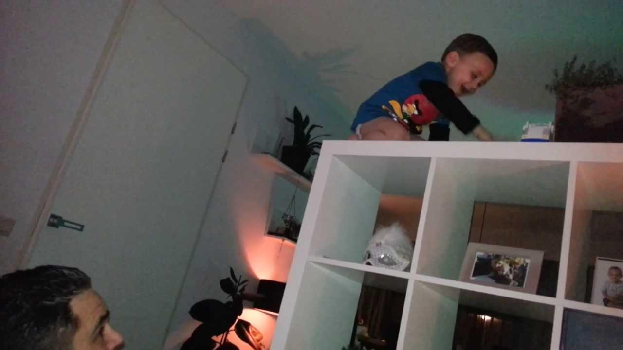 Jayson 2 jaar klimt op de kast youtube - Weergaven kind kast ...