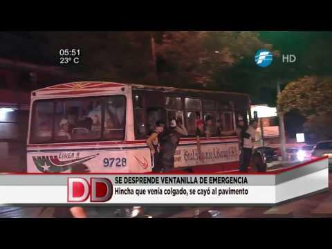 Hincha de Olimpia cae por la ventanilla del bus