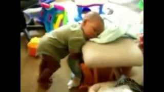 Детки засыпают на ходу(Дети просто неподражаемые. Как они прикольно засыпают на ходу, сиди стоя, короче по разному. Дети засыпают,..., 2014-02-12T19:57:50.000Z)