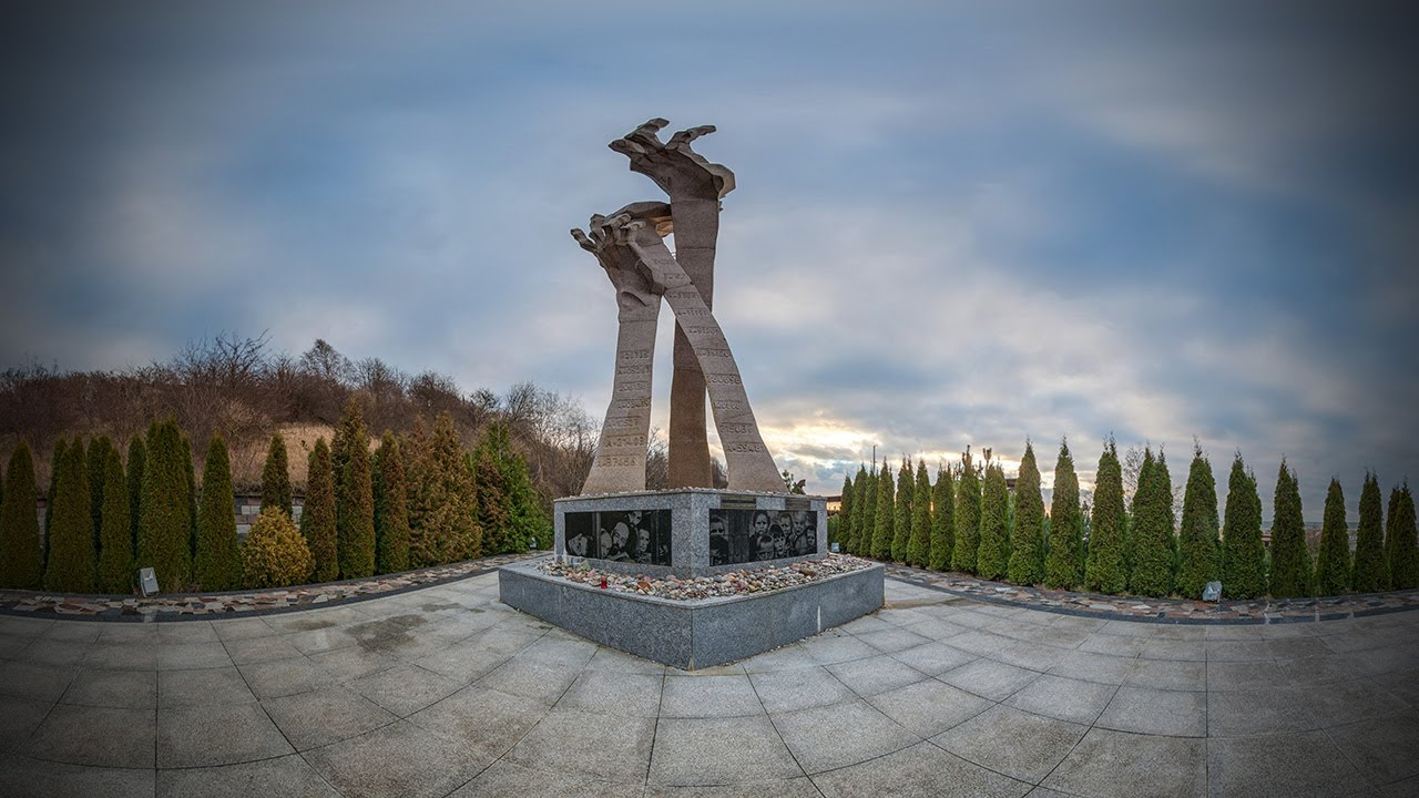 Панорамная съемка 360° - Янтарный, памятник расстрелянным 1.02.1945 г. на берегу Балтийского моря