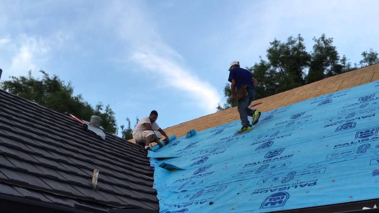 Roofing Applying Palisade Underlayment Over Decking