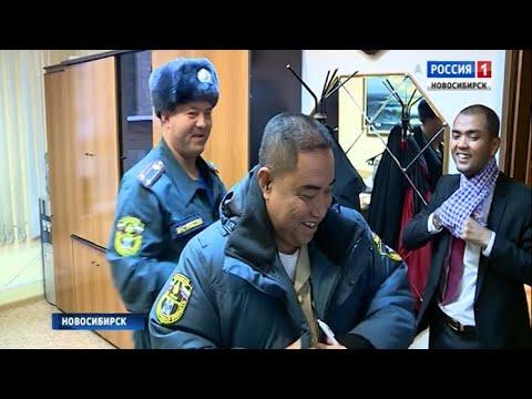 Камбоджийского генерала одели в тёплый бушлат и шапку в Новосибирске
