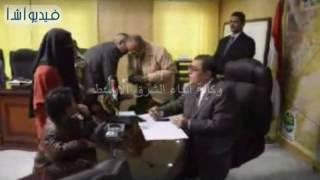بالفيديو : محافظ الفيوم يوجه بعلاج مسنة وطفلة على نفقة الدولة